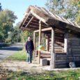 Laimjala vallas Randvere külas ehitasid tublid mehed talgutöö korras bussiootepaviljoni.