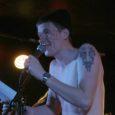 """Ansambel Monstercöuq annab sel nädalal välja uue singli """"Võibolla"""". Monstercöuq on 2009. aastal loodud rockbänd, kus mängivad Saaremaa ja Muhu juurtega noored tegusad mehed. """"Võibolla"""" on ansambli teine singel, alles kevadel avaldati esiksingel """"Pomidoras"""", mis oli ka Raadio 2 nädala demo."""