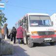Saare maakonna invaühing pöördus Kuressaare linnavalitsuse poole linna bussipeatuste ooteplatvormide probleemiga. Ühing palus linnavalitsusel leida lahendus Tooma poe juures asuva nn Slupi nurga peatuse, haigla ja autobussijaama bussipeatuse platvormide kohandamiseks bussiukse kõrguseni.