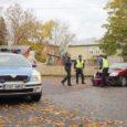Eile pärastlõunal põhjustas Mitsubishi roolis olnud juht Kuressaares Pargi tänaval avarii ja põgenes seejärel sündmuskohalt. Auto leiti Kuressaare ametikooli parklast ning politsei selgitab välja, kes oli avarii ajal sõiduki roolis.