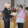 Kuressaare täiskasvanute gümnaasiumis on tore traditsioon valida oktoobrikuus, mil tähistatakse õpetajate päeva, oma kooli aasta õpetaja, kelleks tänavu sai emakeeleõpetaja Ester Kuusik.