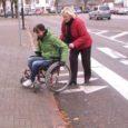 Neljapäeval Kuressaares läbi viidud ratastoolieksperimendi tulemusena selgus, et paljudesse asutustesse oli puudega inimesel üksinda raske pääseda, kuid see-eest leidus ikka inimesi, kes appi tõttasid.