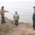 Saaremaa üks suuremaid turismimagneteid saab lõpuks trepi, kuid keskkonnaameti tellitud ekspertiisi tulemusena otsustati, et panga servale piirde paigutamine seda turvalisemaks ei muudaks.