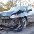 Kuressaares Smuuli ja Tallinna tänava ristmikul juhtus teisipäeva õhtupoolikul avarii, kui sõiduauto Suzuki juht ei andnud teed peateel liikunud Mazdale.