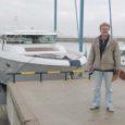 Eile lõuna paiku alustas Saaremaa laevaehitusfirma Luksusjaht kolm alust teekonda Roomassaare sadamast Stockholmi messile. Neist kõige luksuslikuma ja nüüdisaegsema, Delta 54 pardal, kajutites ja masinaruumis jagus laevaehitajail viimaseid töid veel eile ennelõunalgi.