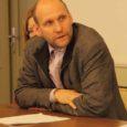 Teisipäeval Saaremaad külastanud põllumajandusminister Helir-Valdor Seeder möönis, et Eesti ametkonnad järgivad Euroopa Liidu normatiive kohati ülemäära agaralt, mis võib maaettevõtlusele pärssivalt mõjuda.