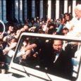 Kallaletungi Johannes Paulus II-le korraldas 30 aastat tagasi Vatikan! Nii vähemalt väidab kuriteo vahetu täideviija Türgi päritolu terrorist Mehmet Ali Ağca. Sel nädalal andis ta intervjuu Türgi riiklikule telekanalile. Paljud vaatlejad suhtuvad sellesse avaldusse siiski skeptiliselt: varem on Ağca välja tulnud teistsuguste versioonidega ja üldse on ta viimastel aastatel rääkinud väga veidraid asju.