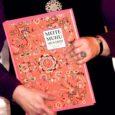 """9. novembril esitleti ligi sajale huvilisele Muhu põhikoolis suurt ja ilusat raamatut """"Meite Muhu mustrid"""". Koguteos on tõesti mahukas ja kaunis – kaua tehtud kaunikene – neljasaja lehekülje jagu Muhu ilu ja elu."""