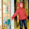 """Koostöös Kuressaare kunstikooliga avas Saare vene selts eile linna kultuurikeskuse fuajees järjekorras juba üheteistkümnenda laste joonistuste näituse """"Lapse maailm""""."""