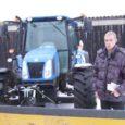 Eile hommikul istus Leisi valla teede lahtilükkamiseks oma traktori rooli ettevõtja Kennar Lõhmus. Aastaid nii loomakasvatuse kui ka metsandusega tegelevale ettevõtjale talv ootamatult ei tulnud. Buldooser oli talitöödeks valmis. Lumelükkamise tarvis uus teragi ostetud.