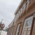 """Kõnniteedelt koristamata lumi ja jääpurikad katuseräästas võivad tuua kaasa kohtuasja, hoiatab Eesti korteriühistute Liit (EKÜL). """"Sulalumest libedad kõnniteed või räästas rippuvad jääpurikad võivad trahvi, hullemal juhul koguni kohtuasja kaasa tuua,"""" […]"""