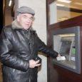 Alates järgmise nädala esmaspäevast on üle Eesti väikseim saadaolev kupüür SEB sularahaautomaatides 100-kroonine. Saarlased on siiski õnnelikumas olukorras ja saavad 25-krooniseid automaadist kuni aasta lõpuni.