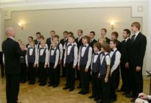 Saaremaa Poistekoor laulis esimese advendi hinge