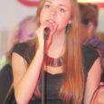 """Neljapäeval selgus Mönusas Villemis tänavuse Stanford Music'u laulukonkursi võitja, kelleks osutus Liisa Saaremäel (pildil). """"Tänavusel konkursil olid kõrgetasemelised noored lauljad, keda võib juba pidada poolprofessionaalseteks lauljateks,"""" ütles ürituse korraldaja ja ellukutsuja Annika Väälma."""
