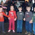 Pühapäeval kogunesid Kuressaares Mönusa Villemi pubisse Saare maakonna väikesed mitmikud. Vahvast päevast võttis osa 31 last koos vanematega. Pildile jäid Maasiku pere kaksikud Mattias ja Mariliis ning Kaarma valla kolmikud Marten, Karel ja Roland.