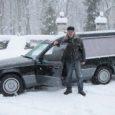 """Sel laupäeval teeb esimese sõidu uus matuseauto Mercedes Benz 250, mille taolist Eestis varem pole olnud. """"Auto on peaaegu uus, isegi tagavarakummid pole veel alla saanud,"""" ütles auto omanik Kalle Hiiuväin."""