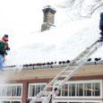 Vältimaks seda, et katustelt alla libisev lumi kedagi vigastab, tuleks majaomanikel tänavust lumerohkust arvestades juba varakult katustele rohkem tähelepanu pöörata. Nii mõnelgi lumerookimisteenuse pakkujal jagub sellealast tööd praegu hommikutundidest õhtuni.
