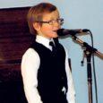 """Eeloleval laupäeval kell 19 on kõigil saarlastel põhjust lülitada telekad ETV kanalile, sest algamas on tänavuse """"Laulukarusselli"""" finaal, kus laulab ka 6-aastane Kärla poiss Karl-Reedik Mändar."""