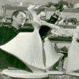 Üks skulptuur, mis aastaid EKP rajoonikomitee fuajeed ehtis, siis Kingissepa rajooni kultuurimajja jõudis, sealt remondi jalust linnateatrisse kolis, on nüüd oma õiges kohas tagasi. Mõni aeg tagasi kirjutas skulptuurist Meie Maa ajakirjanik Veljo Kuivjõgi. Nüüd on selle kunstiteose kohta üht-teist lähemalt selgunud.