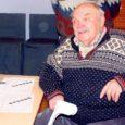 Möödunud laupäeval kogunes Valjala rahvamajja paarkümmend huvilist, et omavahel mõõtu võtta neljal alal: males, kabes, koroonas ja lauatennises. Pea kakskümmend aastat tagasi kohalikus koolimajas toimunud neljavõistluse otsustas taaselustada kunagine sporditöötaja ja mälumängur, Lõõne külas Niidi talus elav Johannes Kuusk, kellel suvel täitumas 80. eluaasta.