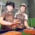 """Kuressaare noortekeskuses on nüüd lisaks rularambile üles pandud ka populaarne näpurulapark, mille meisterdasid noored ise. """"Näpurulapark on üles pandud Komandandi noortekeskuses ja on avatud kõikidele näpurulasõitjatele,"""" ütles Kuressaare noortekeskuse noorsootöötaja Taniel Vares Saarte Häälele, lisades, et pargi rajamise idee tuli noortelt endilt."""