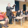 """Kuressaare gümnaasiumis eile toimunud Varivalimiste 2011 debatil """"Saaremaa sild – vajalik või mitte?"""" moodustasid viie erakonna esindajad üsnagi ühtse rinde Reformierakonda esindanud Urve Tiiduse vastu, kelle erakond ainsana lubab jätkuvalt püsiühendust."""