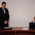 Kõige olulisemaks põhjenduseks võimu kuritarvitamine, andis Orissaare vallavolikogu seitse liiget eile sisse umbusaldusavalduse vallavanem Aarne Põlluääre vastu. Umbusaldusavalduse esitanud volinikud leidsid, et oma kirjas õiguskantslerile on vallavanem volikogu opositsiooni alusetult süüdistanud erinevates õigusvastastes tegudes.
