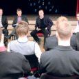 """Saaremaa ühisgümnaasiumis üleeile toimunud varivalimiste debatil """"Ajateenistus peab olema vabatahtlik?"""" leidis suur osa noortest ühes Reformierakonda esindanud Toomas Kasemaaga, et ajateenistus peaks olema vabatahtlik ning teenistusse peaksid minema vaid need, kes seda tõepoolest ise tahavad."""