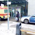 Eile hommikul enne kella 12 äratasid linnakodanike tähelepanu kultuurikeskuse ette sõitnud kiirabi- ja politseiauto. Põhjuseks oli kultuurikeskuse ukse ees pikutav vanem mees, kelle politsei hiljem kainenema toimetas.