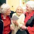 Kui toaukse vahel võttis külalisi vastu üks naerusuine ja kõbus memmeke, siis mõtlesin, no kus see 100-aastane siis on? Kui siis selgus, et jah, just seesama ongi auväärt juubilar Pauline Nõulik, siis võttis tummaks… Ei või olla!