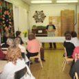 Naistepäeva õhtupoolikul toimetas naistenädala raames koos kohaliku meesansambliga Hellamaa külakeskuse köögis Ivo Linna, kes keetis naistele sibulasuppi. Muhu meesansambel valmistas aga magustoidu kohupiimast, vahukoorest, Domino küpsistest ja marjadest.