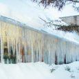 """Kliima- ja energiaagentuuri eelmise aasta lõpul väljakuulutatud fotovõistluse """"Jäätunud energia"""" võitis Anne Mägi Kuressaarest, kes pildistas Kuressaares Talli 8 hoonet kaunistanud purikaid. Võitjat premeeritakse kliima- ja energiaagentuuri poolt elektrimootoriga jalgrattaga."""