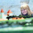 Deisi Juns ja Hanna Martinson algatasid Kuressaare gümnaasiumis heategevuskampaania, mille käigus on kõikidel õpilastel võimalik annetada raha, et korraldada rängas tuleõnnetuses kannatada saanud Haapsalu lastekodu lastele üks vahva suvepäev Saaremaal.
