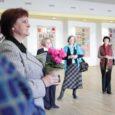 Eilsest on Kuressaare kultuurikeskuses avatud Lapimooride käsitöönäitus. Väljapaneku avas kunstikuraator Lii Pihl, tänades tublisid lapimoore ning mainimata ei jäänud ka nende abikaasad, kes aitasid näituse üles panna.