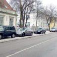 Kuressaare liikluskomisjon otsustas, et praegu Tallinna tänaval piirivalvemajast kuni Laurentiuse kirikuni kehtestatud parkimiskeeld tühistatakse kevadel.