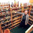 Esimesena oli nõus tutvustama oma õllepudelite kollektsiooni Valjalas elav Aare Külaots. Ligikaudu tuhat erinevate siltidega tühja õllepudelit, korgid ilusasti peale kinnitatud, seisavad tal kodus mitmel riiulil reas.