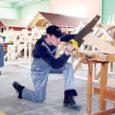 16.–18. märtsini toimusid Kuressaare ametikoolis ehituspuusepa, -viimistleja, väikelaevaehitaja ja tislerieriala koolisisesed kutsevõistlused. Fotol Siim Kaljurand, kes tuli ehituspuuseppade võistlusel kolmandaks.