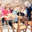 Eile kella kahest päeval oli kõigil huvilistel võimalik külastada Saaremaa muuseumi ja tutvuda näitusel välja pandud toolidega. Silma hakkas erinevaid toole: mis kunagi just lossi jaoks tehtud; tool, millel istus alati kõige tähtsam mees; toolid, mis raekoja kontserdikuulajatele valmistatud; lastetoolid; tööliste toolid või tool-prill-laud.