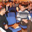 Eile külastas Kuressaare gümnaasiumi Eesti-Afganistani sõpruskoolide projekti raames kaks õpetajat Afganistanist. Abdul Salam Sharifullah ja Abdul Hakim tutvustasid oma riiki, kooli, näitasid pilte ja rääkisid õpilastele elust Afganistanis.