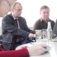 Kuressaare linnavalitsusse kogunes eile pärastlõunaks toatäis spetsialiste, et arutada Kudjape prügila sulgemistööde käigus tehtava uuema ladestusala läbikaevamise ja jäätmete sorteerimise keskkonnamõju hindamise aruannet.