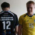 Selline näeb välja Saaremaa spordikooli võrkpallurite uus võistlusvorm. Põhivärviks must, libero jaoks kollane särk. Modellid on Raigo Saar (seljaga) ja Joosep Matt.