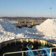Eile hommikul lõhkus jäälõhkuja Castor Kuivastu sadamast jää, mille torm Ingo sinna eelmisel nädalal kuhjanud oli. Esialgsetel andmetel jää sadamakaile mingit kahju ei tekitanud.