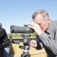 Esmaspäeva pärastlõunal kutsus harrastusornitoloog, Kuressaare lähiümbrusesse linnuvaatlustornide ehitamise initsiaator Hillar Lipp linnavalitsuse, turismiinfokeskuse, KIK-i ja keskkonnateenistuse töötajaid Linnulahe loodus-linnuvaatlustorni juurde avamatkale.