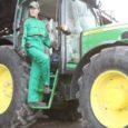 Sarnaselt ülejäänud Eestiga on ka Saaremaa põllumeestel tekkinud uuesti võimalused ja julgus soetada uusi traktoreid ja põllutööriistu.