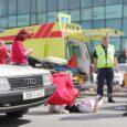 Eile juhtus Kuressaares Tallinna tänaval, Electrumi ärimaja esisel ülekäigurajal avarii, milles sai kannatada teed ületanud tütarlaps, kes toimetati Kuressaare haiglasse.