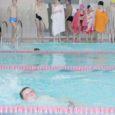 Teisipäeval Kuressaare gümnaasiumis toimunud maakonna 1.–4. klasside õpilaste ujumisvõistlustele kogunes lapsi sadakond, kes ujulasse vaid vaevu ära mahtusid. Parimate poiste ja tüdrukute tulemused avaldame homme Saarte Hääle spordiküljel.
