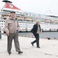Inglismaalt Southamptonist teele asunud ja siinse ristlusreiside hooaja avanud laev Balmoral tõi eile Saaremaale 800 turisti, mis on samapalju kui mõne kehvema kruiisihooaja peale kokku.