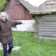 Mustjala vallas Võhma külas asuva Angeste talu elanikud, kes peavad talu aasta lõpuks vabastama, on asunud hooneid omavoliliselt lammutama, võttes aidakatuselt maha eterniitplaadid ja elumajalt osa voodrist. Sündmuskohal käis eile ka politsei.