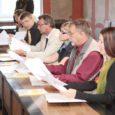 Kuressaare raekoja saali koguneti eile hommikul selleks, et allkirjastada koostöölepe, mis toob õendusalase rakenduskõrghariduse õppe Saaremaale koju kätte.