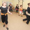 Kuressaare päevakeskuses juba üle aasta tegutsenud kõhutantsuring Habibi annab tunnistust sellest, et see idamaine tants ei ole ainult noorte pärusmaa. Naised kinnitavad nagu ühest suust, et kuigi see pole kerge trenn, on nad rahul ja õnnelikud, et sellega tegelevad.